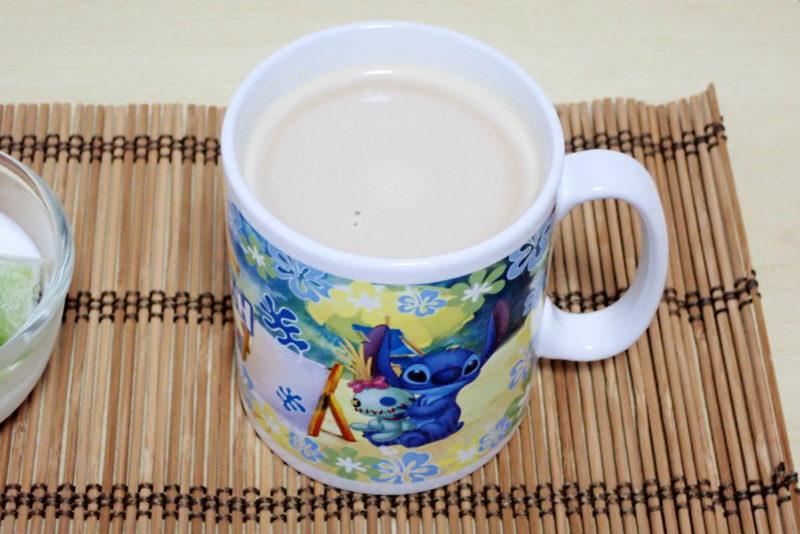 牛乳とインスタントコーヒーで作るカフェオレ