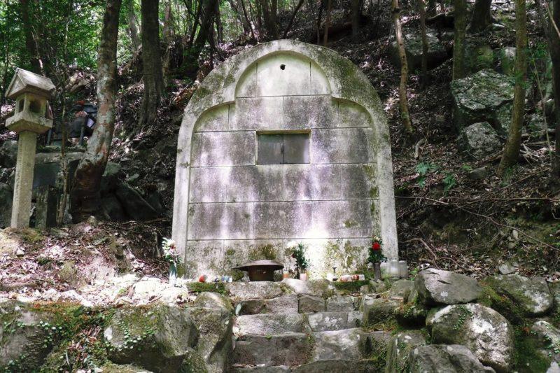 犬鳴山 義犬の墓